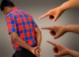 Criticare Consigliare Fare - Parlare alle spalle - uym