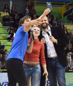 Bebe Vio - incredibile storia - selfie stick - uym