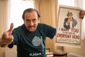 Philip Zimbardo - Persone normali che diventano mostri o eroi - uym
