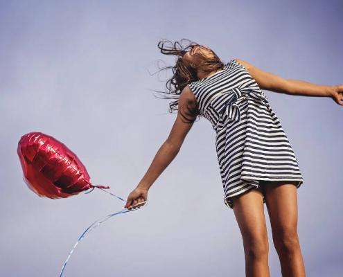 Cos'è la felicità - 3 poesie per spiegarcelo -uym