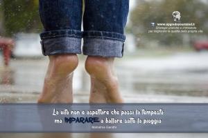 Immagini con Aforismi significativi - Imparare a ballare sotto la pioggia - uym