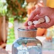Il significato della vita spiegato con un vaso e dei sassi - uym