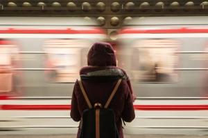 Il Treno della Vita salire o aspettare in stazione -Il treno della vitaprenderò il prossimo treno - uym