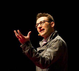 Migliori TED per il tuo sviluppo personale - Simon Sinek durante la conferenza TED - Come i grandi leader ispirano azione - uym