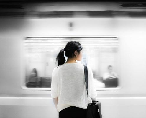Il Treno della Vita salire o aspettare in stazione - uym